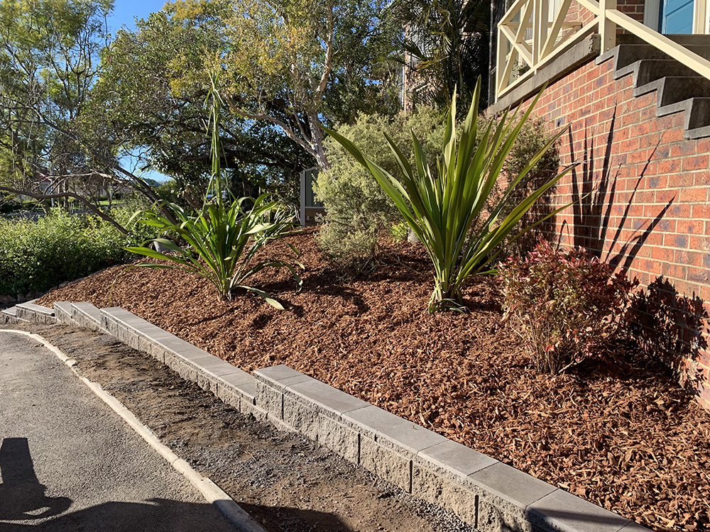 Block Edging, Garden Clean Up and Mulching After Image